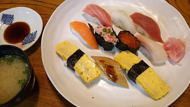 昼!魚が美味しい店が多い\(^^)/肉もらしい w