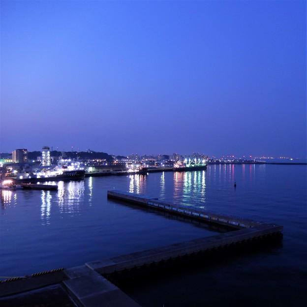 Photos: 夕暮れの横須賀港