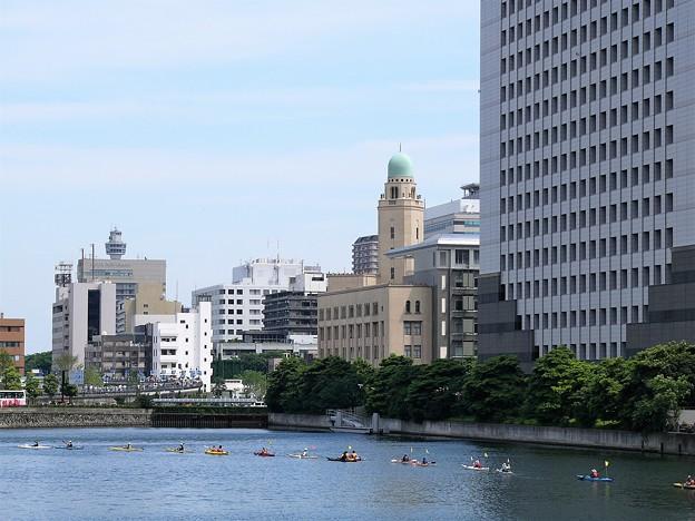 横浜税関とカヤック