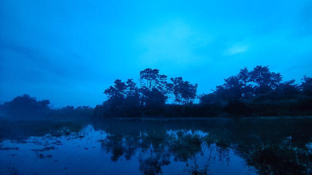 越水と濃霧の荒川