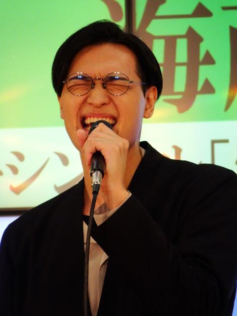 「愛のカタチ」を唄う海蔵亮太