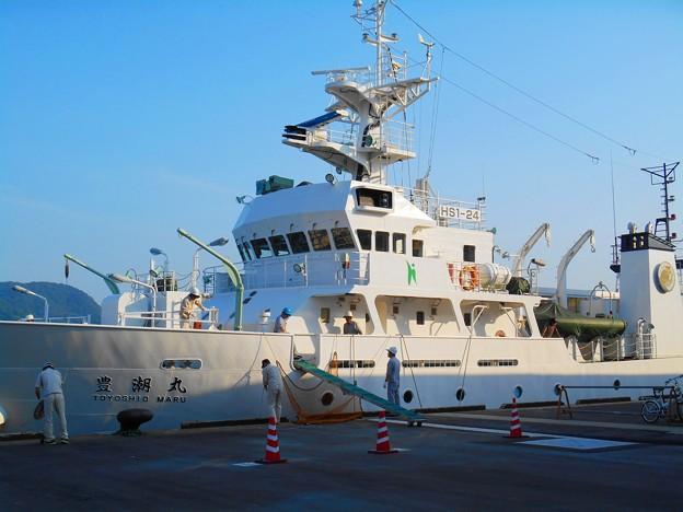 最新鋭の計器類がどっさり搭載されているような印象の調査船豊潮丸