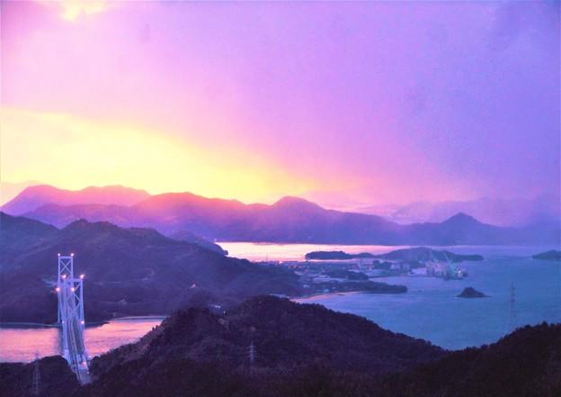 空は俄かにかき曇り‥@しまなみ海道夕景色@高見山展望台