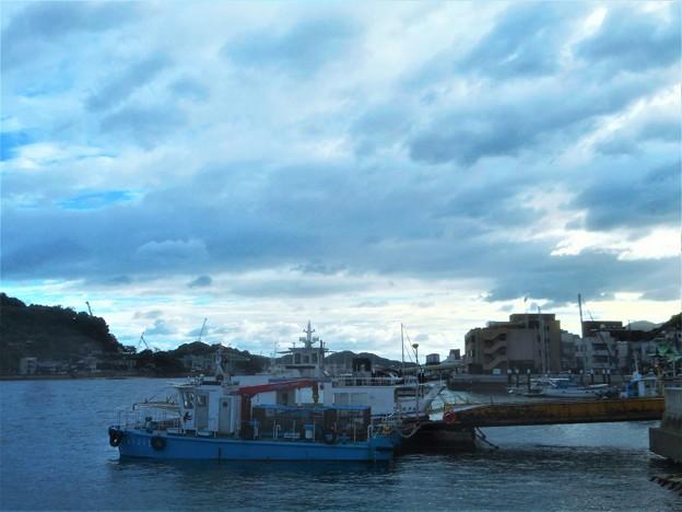 嵐の前の静けさ@暗雲垂れこめて@台風20号接近中@尾道水道
