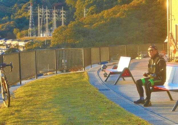 一人旅を楽しむオジさん@瀬戸内海を見下ろす糸崎の丘