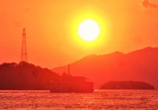 瀬戸の夕陽@クジラ島(無人島)海域@クルージング船ガンツウ丸