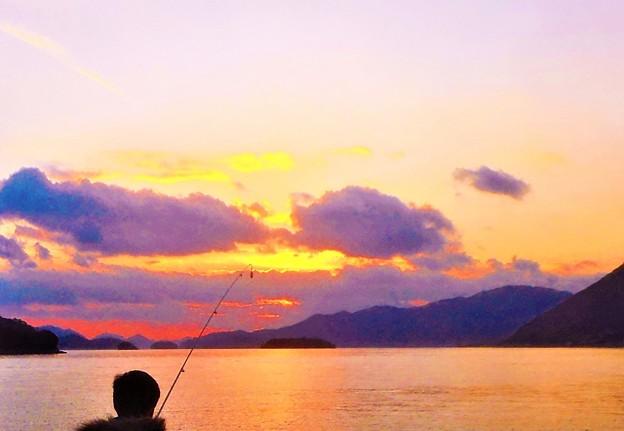 師走の夕陽@週末の釣り人@瀬戸内海・岩子島