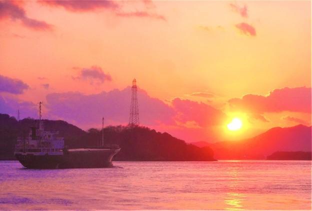 師走の夕陽と第五〇〇丸@瀬戸内海