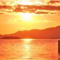 早春の夕陽と日曜日の太公望たち@瀬戸内海
