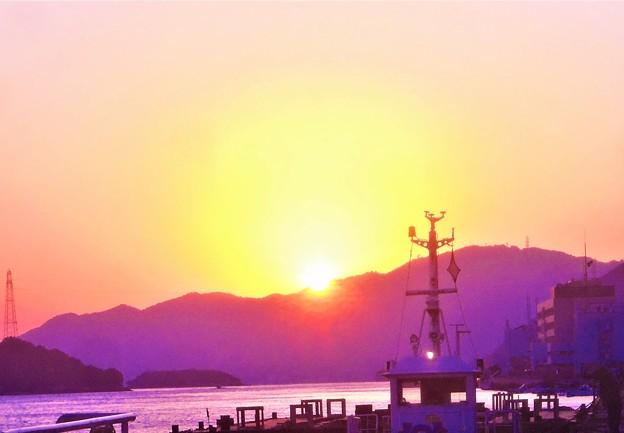 晩秋の瀬戸の夕陽@新浜町の岸壁