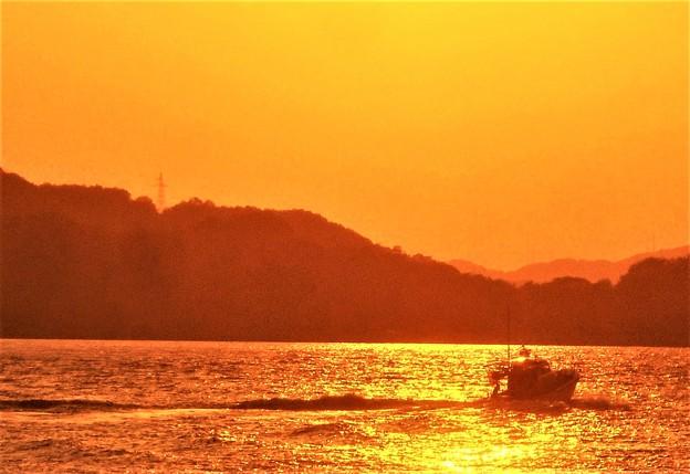 全速ノットで夕暮れの海を駆ける@釣りボート