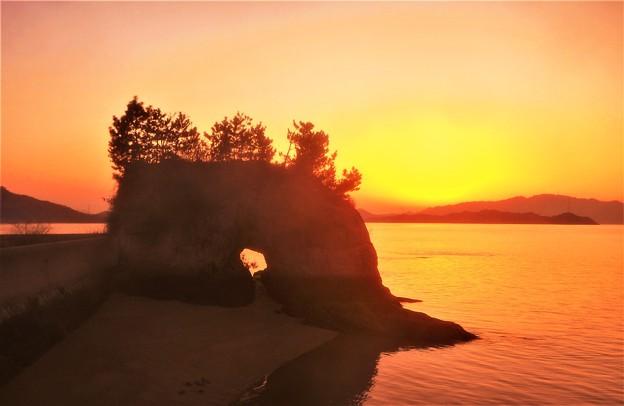 奇岩景勝の瀬戸の夕暮れ@瀬戸内海・向島