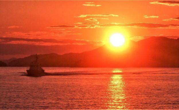 瀬戸の夕陽と 巡視艇からたち(CL71)の帰還