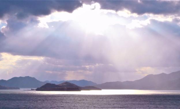 光る海と光芒(師走編)@瀬戸内海 糸崎の丘