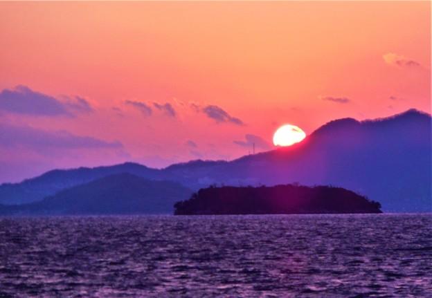 クジラ島に陽は落ちて@正月二日の荒れた備後灘