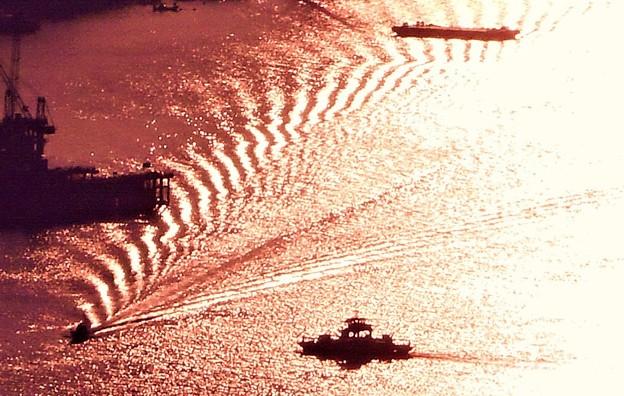 尾道水道の干渉縞@駅前渡船と小型船@瑠璃山山頂展望台