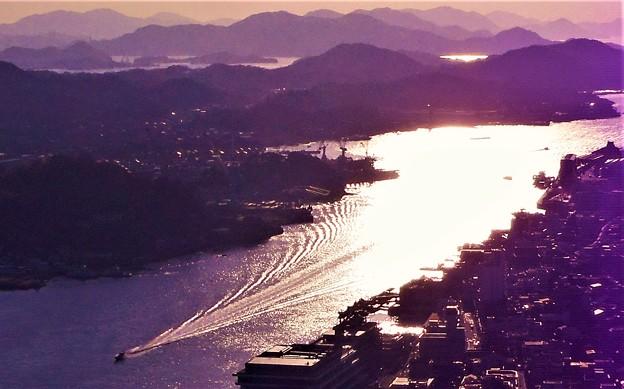 光る海と縞模様@光の干渉縞@浄土寺山山頂展望台