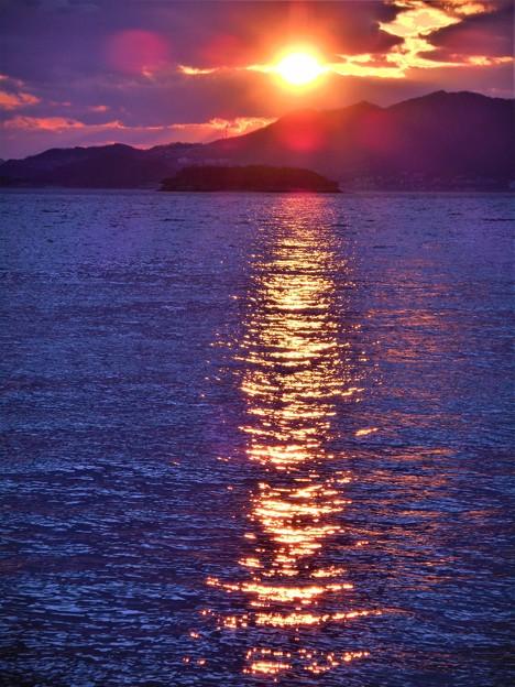 クジラ島の夕陽@新春の瀬戸内海