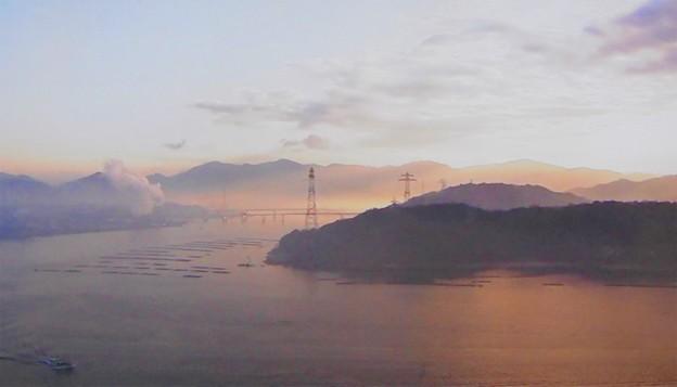 濃霧注意報の出た朝の広島港2020.2.13(NHKニュース)