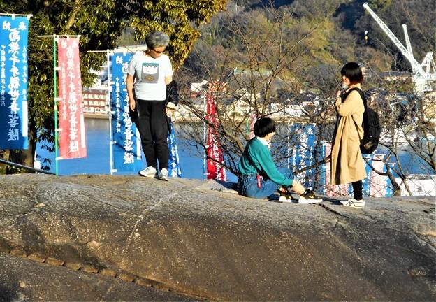 叩くとポンポン音がする@今日の千光寺参道ポンポン岩