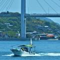 初夏の海を釣り船駆ける@しまなみ海道 生口島橋