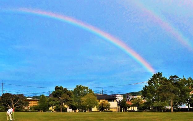 芝生公園の上に二重虹@ダブルレインボー