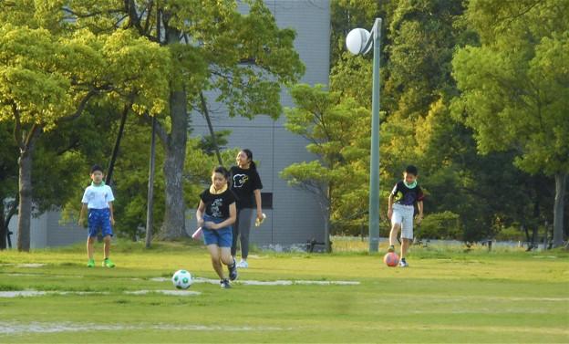 週末はボールを蹴って遊びまくる@健康家族@多目的広場