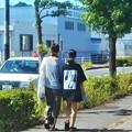 Photos: 秋分の日の仲良し母娘(おやこ)@仮免許練習中@夏草