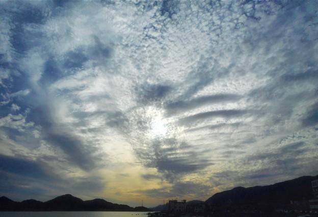 10月の瀬戸内海と秋の雲