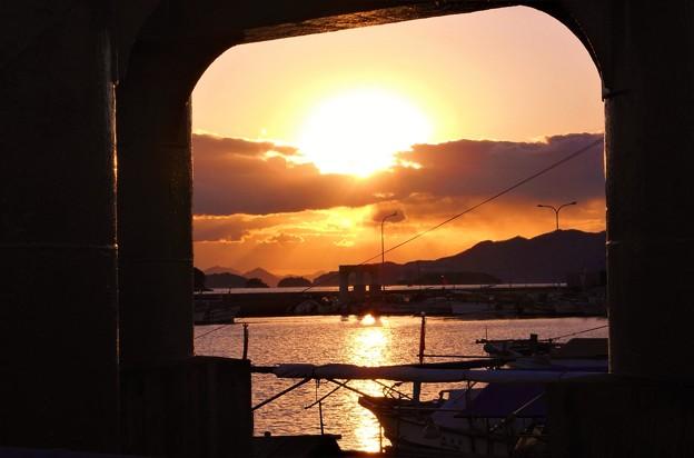 師走の瀬戸の夕陽