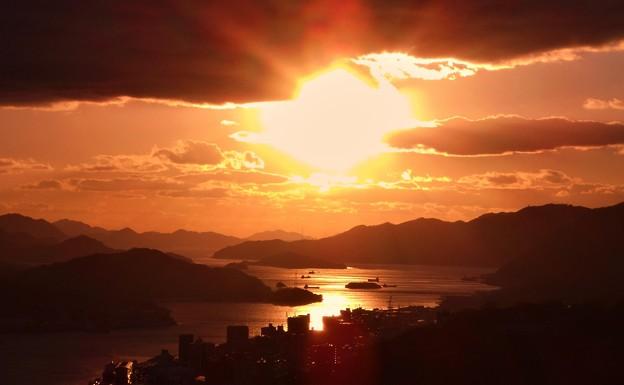 Photos: 早春の布刈瀬戸の燃える夕陽@瀬戸内海21.1.17
