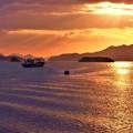Photos: 行き交う船と光芒@備後灘冬景色21.1.27