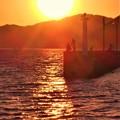 Photos: 夕暮れの荒海と釣り人たち