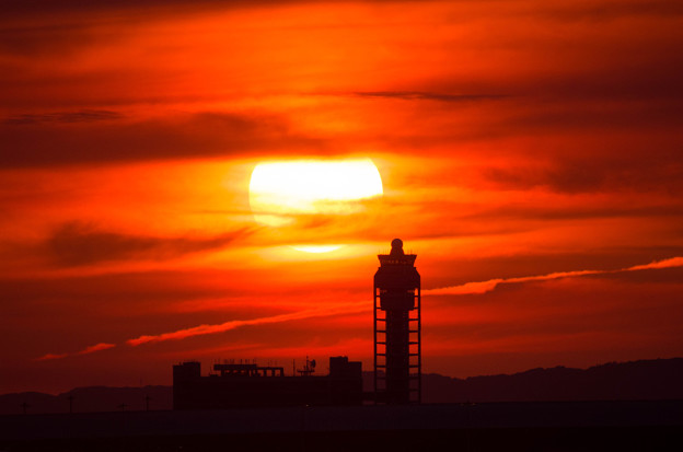 夕日と管制塔1