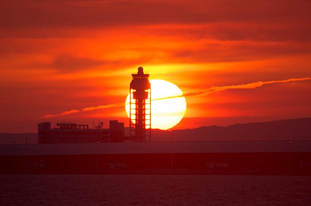 夕日と管制塔3