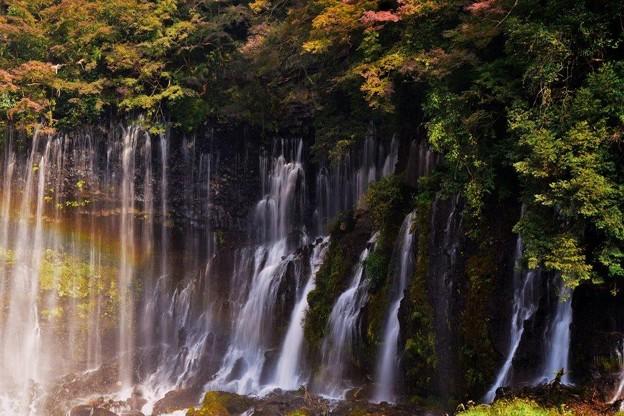 紅葉と虹の滝