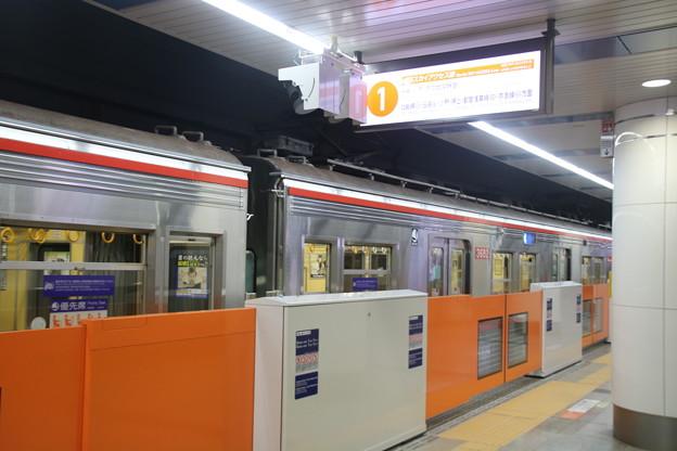 成田空港駅に停車中の3600形