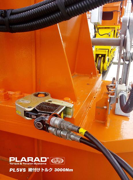 油圧トルクレンチでM33とM42ボルト締め付けトルク3000Nm