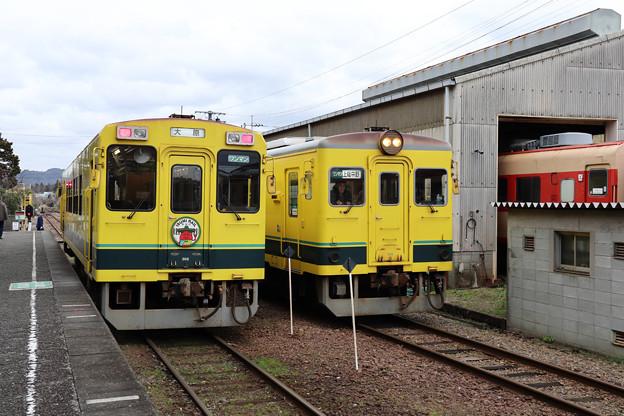 大多喜駅で列車の交換
