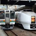 Photos: 上越線水上行き211系とスワローあかぎ