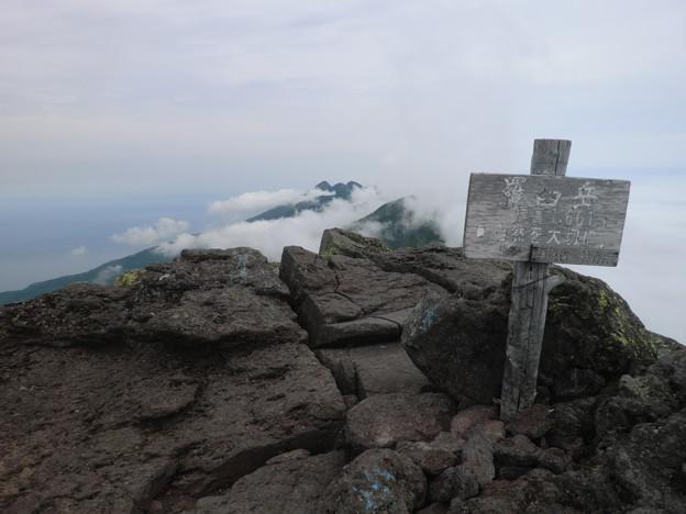 羅臼岳、山頂到着9時