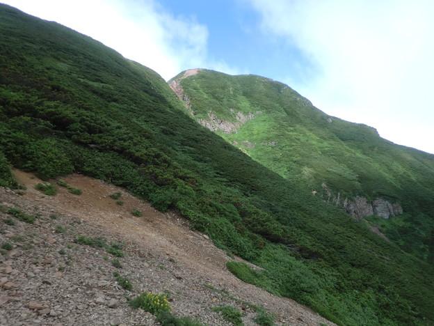 右が斜里岳 山頂です