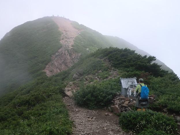 山頂下の神社でお参り!
