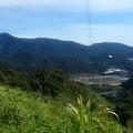 写真: タナラタのJasar山からの眺め、左が2000m級のBrinchang山です