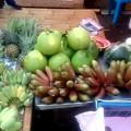タイのカンチャナブリ、赤いバナナは初めてです!