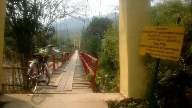 日本人が作った橋です、プレートにはさかいさんとあります