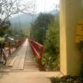 写真: 日本人が作った橋です、プレートにはさかいさんとあります