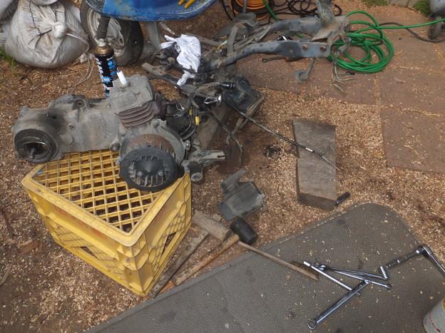旧エンジンの取り外し