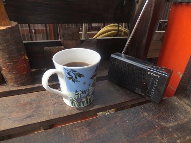 ラジオとコーヒーは必須アイテム