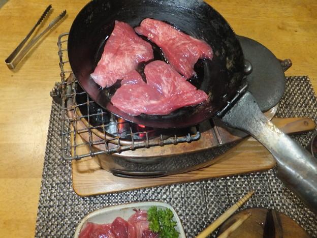 牛タン焼く